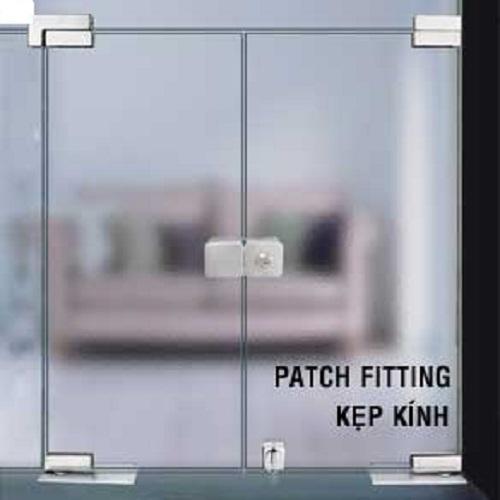 Lắp đặt một bộ phụ kiện cửa kính đầy đủ