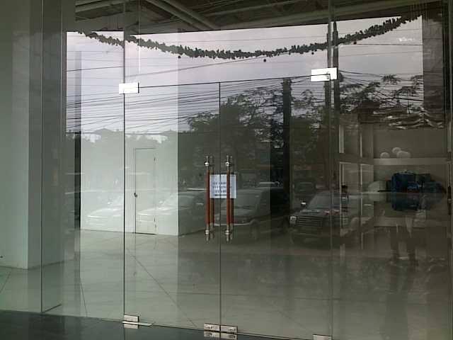 phu kiện nhôm kính, tay nắm cửa, phụ kiện cửa kính, phòng tắm kính, vách ngăn di động, bản lề sàn gmt